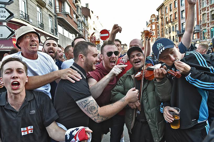"""Болельщики сборной Англии очень радовались, что их команда вышла в 1/8 на футбольного """"карлика"""", Исландию, тем сильнее было их разочарование от проигрыша"""